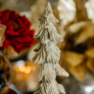 <p>Christmas tree in resin painted off white and gold. <br>A Christmas touch for a small space.<br>H=48 cm</p> - Floralia