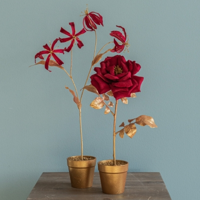 """<p>Metal and gold and red velvet flower in  golden vase.<br> """"Gloriosa"""" orchid, a Christmas lightness.<br>H=41 cm</p> - Floralia"""