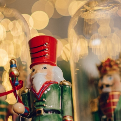 <p>Polyresin gendarme on drum. <br>Playful defender of our Christmas serenity<br>h=29 cm.</p> - Floralia