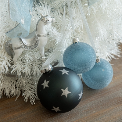 <p>White garland with organza bow, wooden ponies and Christmas balls.<br>D=40 cm</p> - Floralia