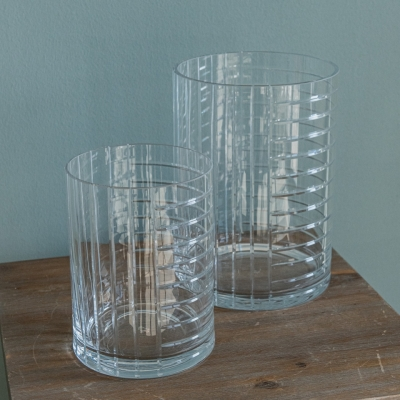 <p>Pair of cylindrical crystal vases.<br>