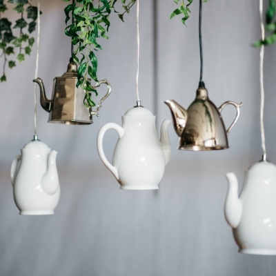 <p>Bright decorative white porcelain teapot, lamp not included. <br> Do you remember Mary Poppin's and the tea on the ceiling? These luminous teapots seem to be made on purpose!</p> - Floralia