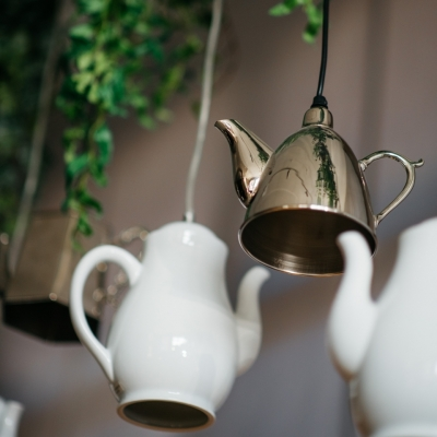 <p>Luminous decorative silver teapot, lamp not included. <br>Do you remember Mary Poppin's and the tea on the ceiling? These luminous teapots seem to be made on purpose!</p> - Floralia